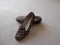 Jones Bootmakers quality comfort flat shoes - size 39 - attractive animal print only worn once !