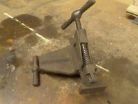 Floor board fitter joist clamp