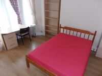 Large double room to rent close to Heath Hospital
