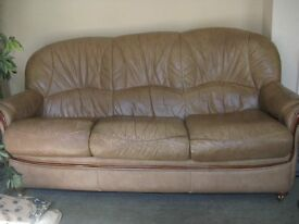 3 PIECE LEATHER SOFA AND 2 CHAIRS, FREE JUST COME AND COLLECT