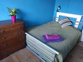 Bright and welcoming double room for short term let