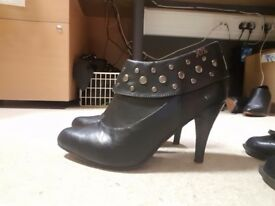 Ladies black boot size 7