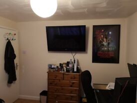 Rent a double room in to share house