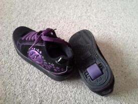 GIRLS HEELYS UK SIZE 4 BLACK/PURPLE