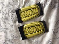 Football g form pro youth shin pads