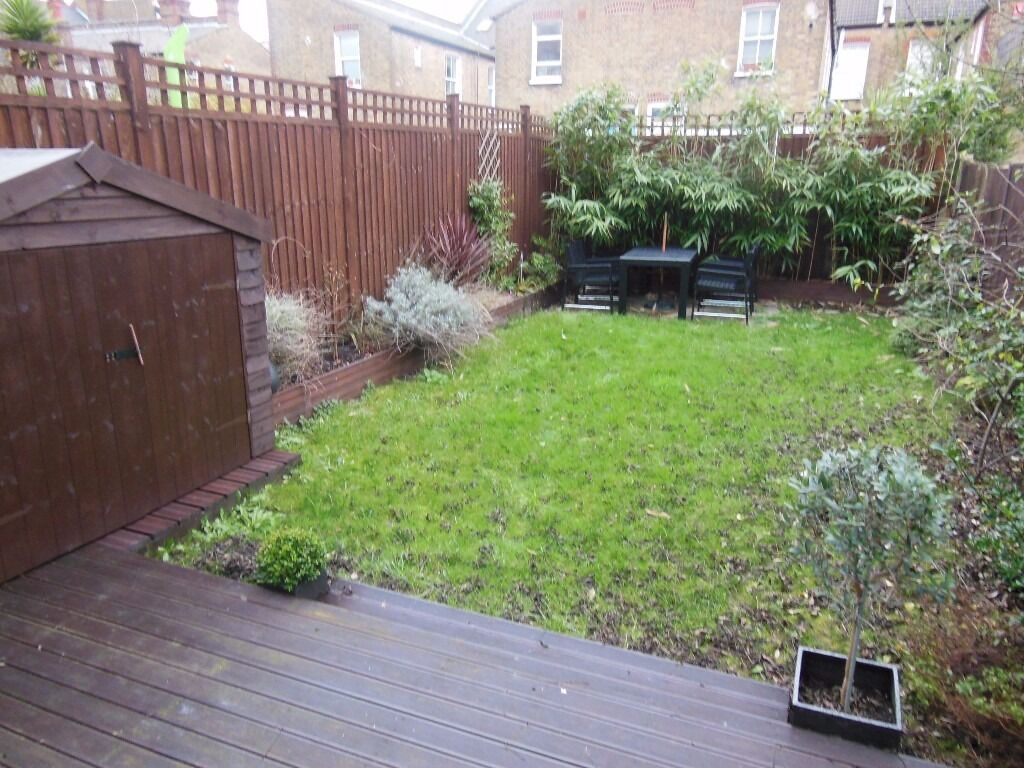 2 BED FLAT MINUTES FROM WANDSWORTH STATION! MUST SEE! DEALS TO BE HAD!