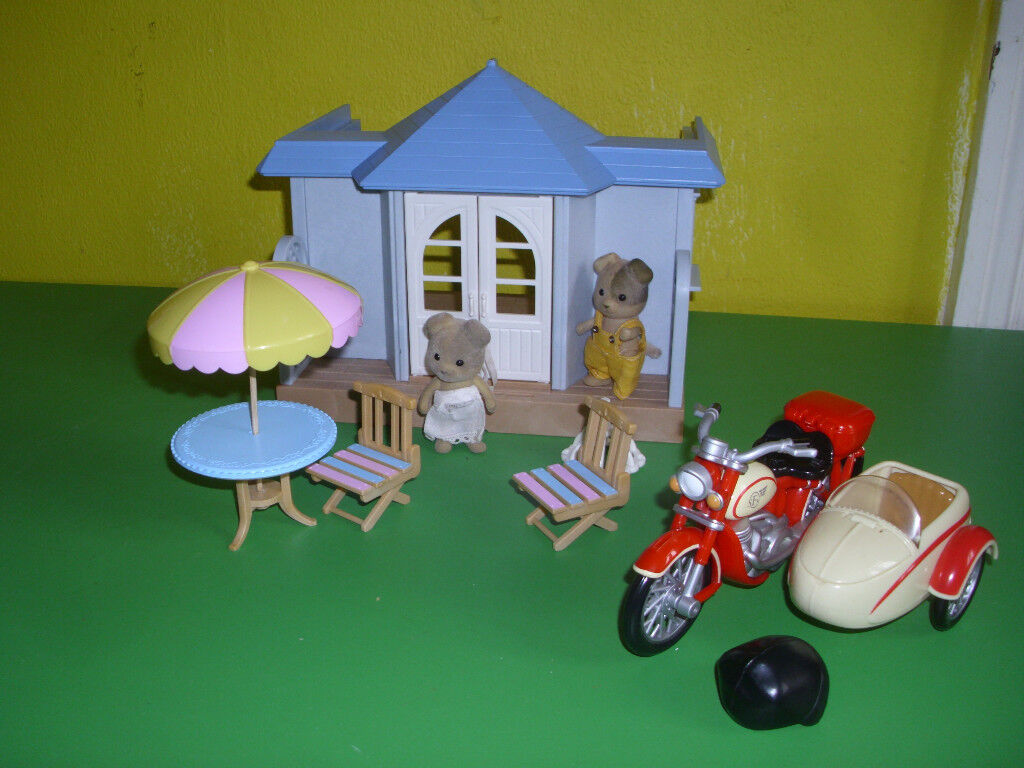 SYLVANIAN CAFE, MOTOR BIKE AND SIDECAR, +TWO SYLVANIAN ANIMALS.