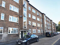 A spacious two bedroom balcony flat overlooking beautiful Acton Park, 8 mins walk to Acton Central