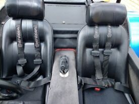 Convertable sports car Robin hood