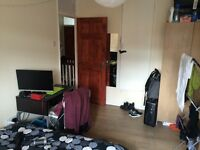 Lovely double room available now in Stratford