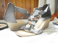 Gorgeous modern comfortable NEW shoes with button embellishments size 7/8