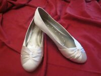 Brand New Ocasional Flat shoes size 6