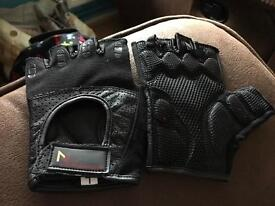 Exercise/weight lifting gloves