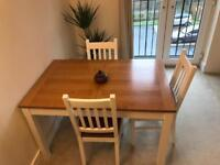 Extendable solid Oak table + 3 chairs