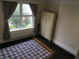 Double Room with own bathroom, sea views, and easy access to link roads. Very friendly household.