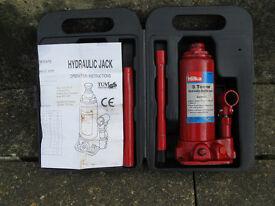 Hilka Pro-Craft 3-Tonne Bottle Hydraulic Jack.