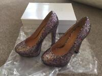 Ladies shoes size 5 (worn once).