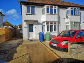 En-suite double bedroom in a six bedroom property located in Cowley, close to Templar square