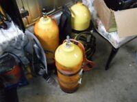 3 diving tanks