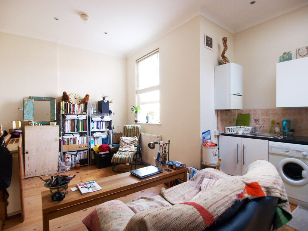 A split level 1 double bedroom ground floor flat in the heart of Angel on Chapel Market