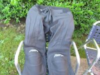 RST Leather Trousers Black 34 waist hardly used (Collection Only)