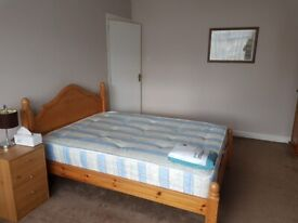 DOUBLE BEDROOM IN SHARED CLEAN FRIENDLY HSE 7 MINS WALK TO STATION BUSES AND LOCAL SHOPS