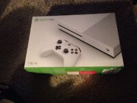 Xbox 1s 1tb, exellent conidition, Fifa 18, 1 contoller, headset, charge cab le,2 charge batts £210