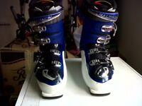 Mens Salomon Ski Boots. Size 11. Like New.