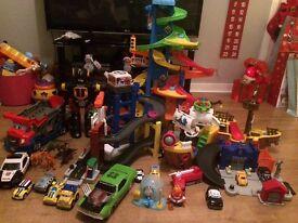 Boys Christmas toys car garage robot dinosaurs pirate ship police car skyway