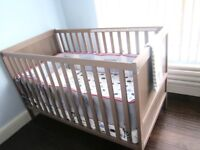 *~*~* Baby crib & luxury organic mattress, cover, fitted sheets, pillow, pillow cover, blanket *~*~*