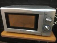 Lovely clean Sanyo microwave