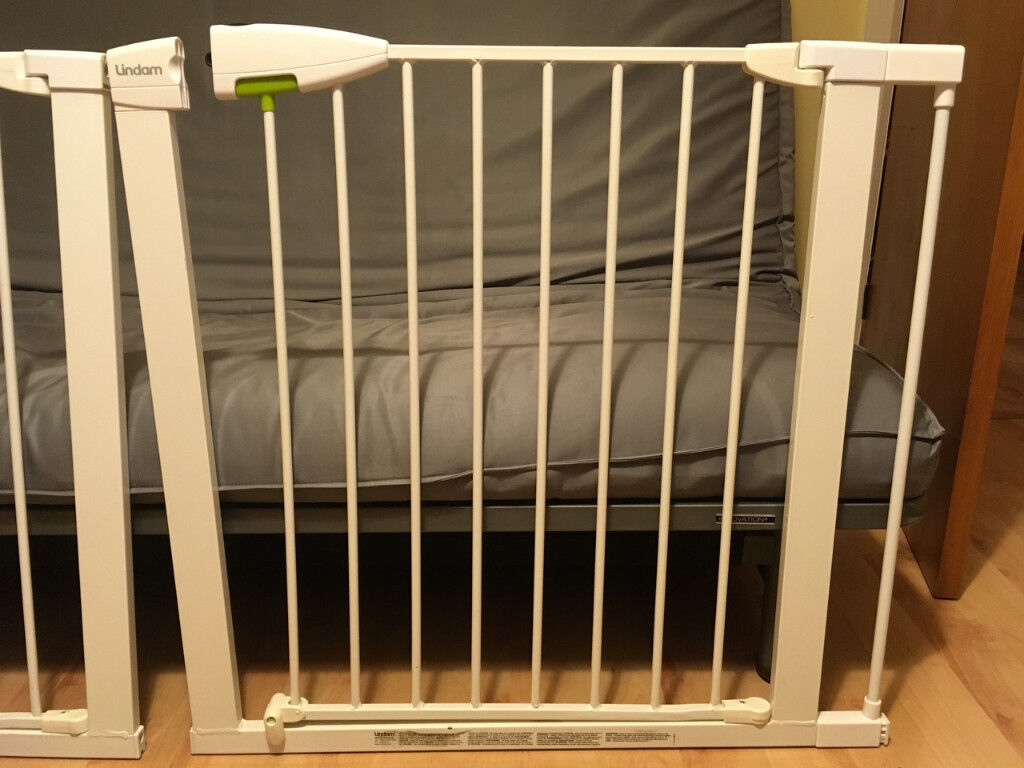 baby Lindam safety gates / stair gates (pressure fit) with 2 x 7 cm universal extensions