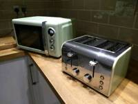 Swan retro green microwave and toaster. Bargain. These are expensive new.