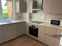 3 bedroom flat in Chesterton Square, London, W8 (3 bed) (#1107789)