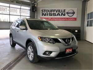Nissan Rogue sv panoramic sunroof and heated seats. 2014