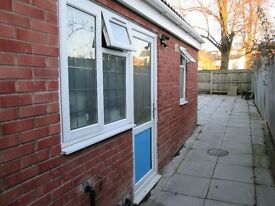 GROUND FLOOR ONE BEDROOM STUDIO FLAT * DSS ACCEPTED * OFF STRATFORD ROAD * BY ALDI * GLADSTONE ROAD