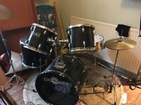 Full-sized complete drumkit inc ride - Bargain!