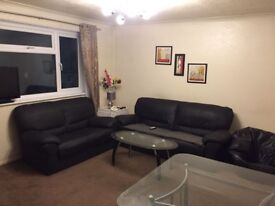 Single Room to share in a fully furnished 2 bed flat