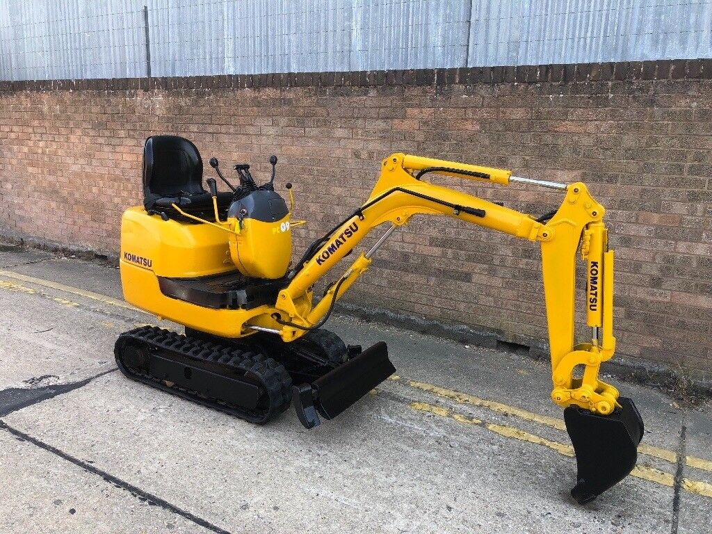 2003 Komatsu pc09 micro digger, expanding tracks ready for work