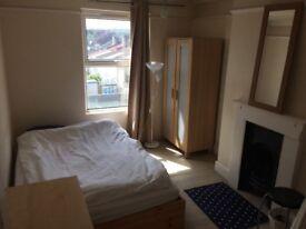 Sunny room en suite to rent