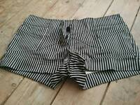 Shorts black and white from Krispy size 10