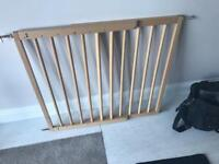 Safety gate extendable wall mounted price reduced