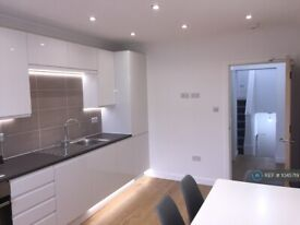 3 bedroom flat in Camden, London, N7 (3 bed) (#1045719)