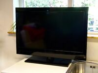 """HITACHI 32"""" LCD FREEVIEW 2xHDMI FREE DELIVERY"""