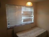 Single room to available to let in Grove park station very close to bromley