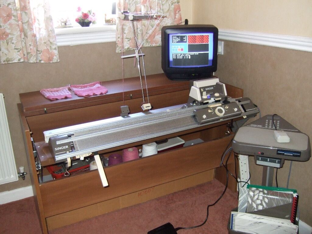Singer 9000 Electric knitting machine and extras | in ...