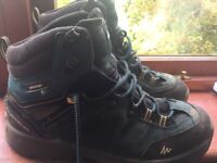 Walking Boots Size 7 Quechua Novadry Hardly Worn in excellent condition