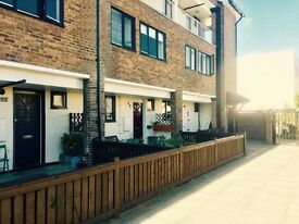 Huge Twin/Double Room with your own Patio AWESOME just 220 pw // Ref. 96D