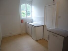 Recently renovated 2nd floor studio conversion. This flat has a kitchen, a new showeroom and w.c and