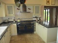 Kitchen for sale – Antique Vanilla range includes Rangemaster cooker hood. Available now.